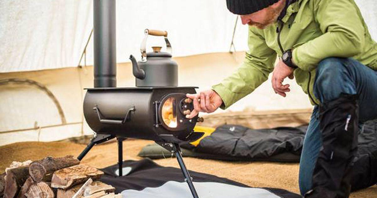 ce petit po le bois portatif qui peut tre pli en un. Black Bedroom Furniture Sets. Home Design Ideas