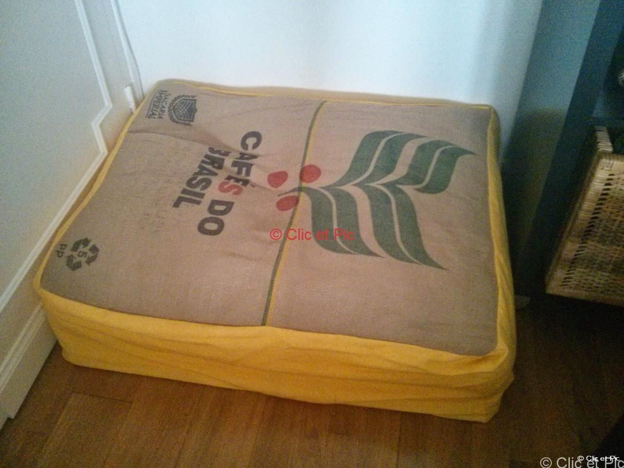fabriquer un pouf en toile de jute de lin partir d 39 un sac de caf recycl toile de jute. Black Bedroom Furniture Sets. Home Design Ideas
