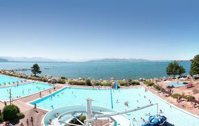 Bestes Schwimmbad überhaupt: Das Strandbad Eichwald ist die größte Freibadanlage am Bodensee mit einem 660 Meter langem Naturstrand | Lindau