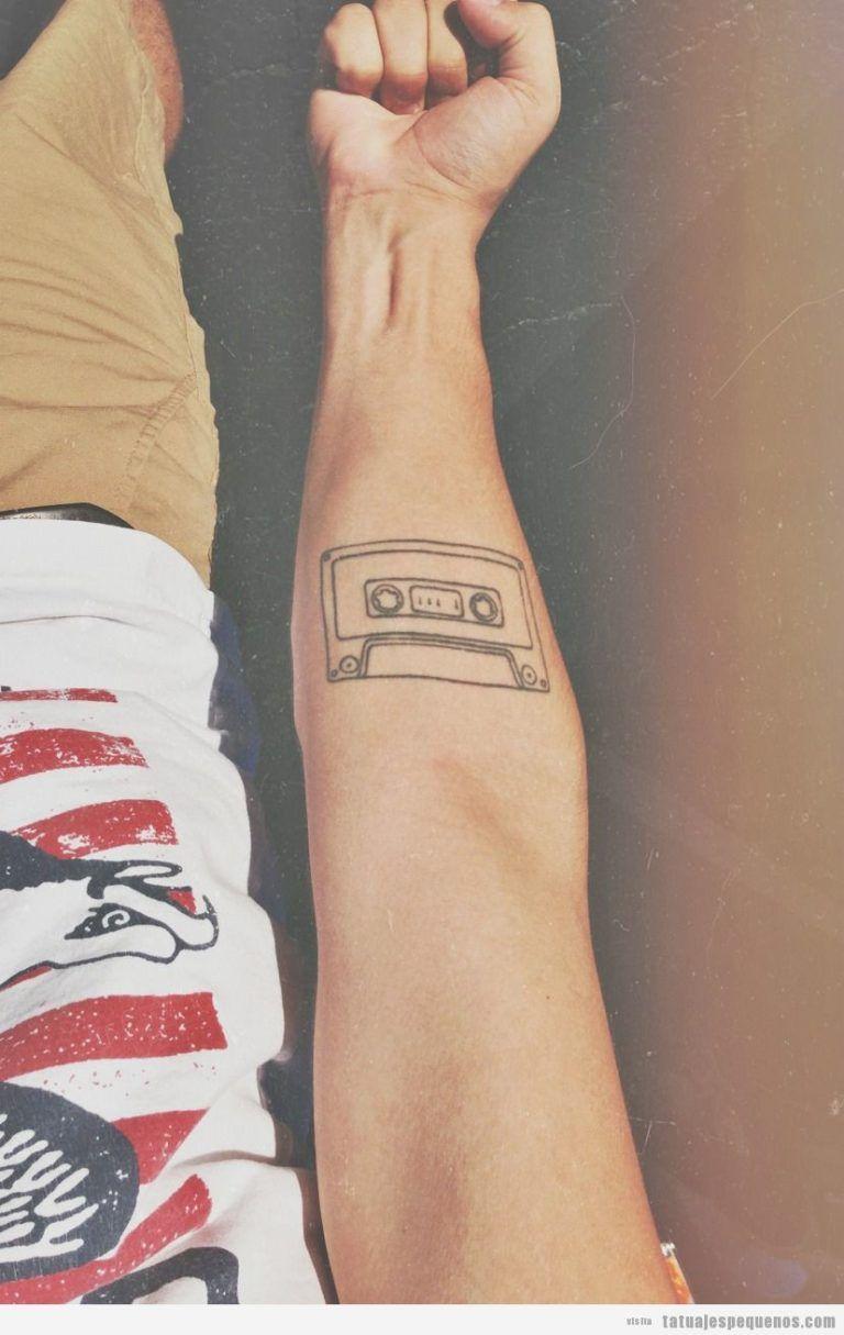 205 Tatuajes Pequenos Y Originales Para Hombre Tatuaje Indie Tatuajes De Moda Disenos De Tatuaje De Musica