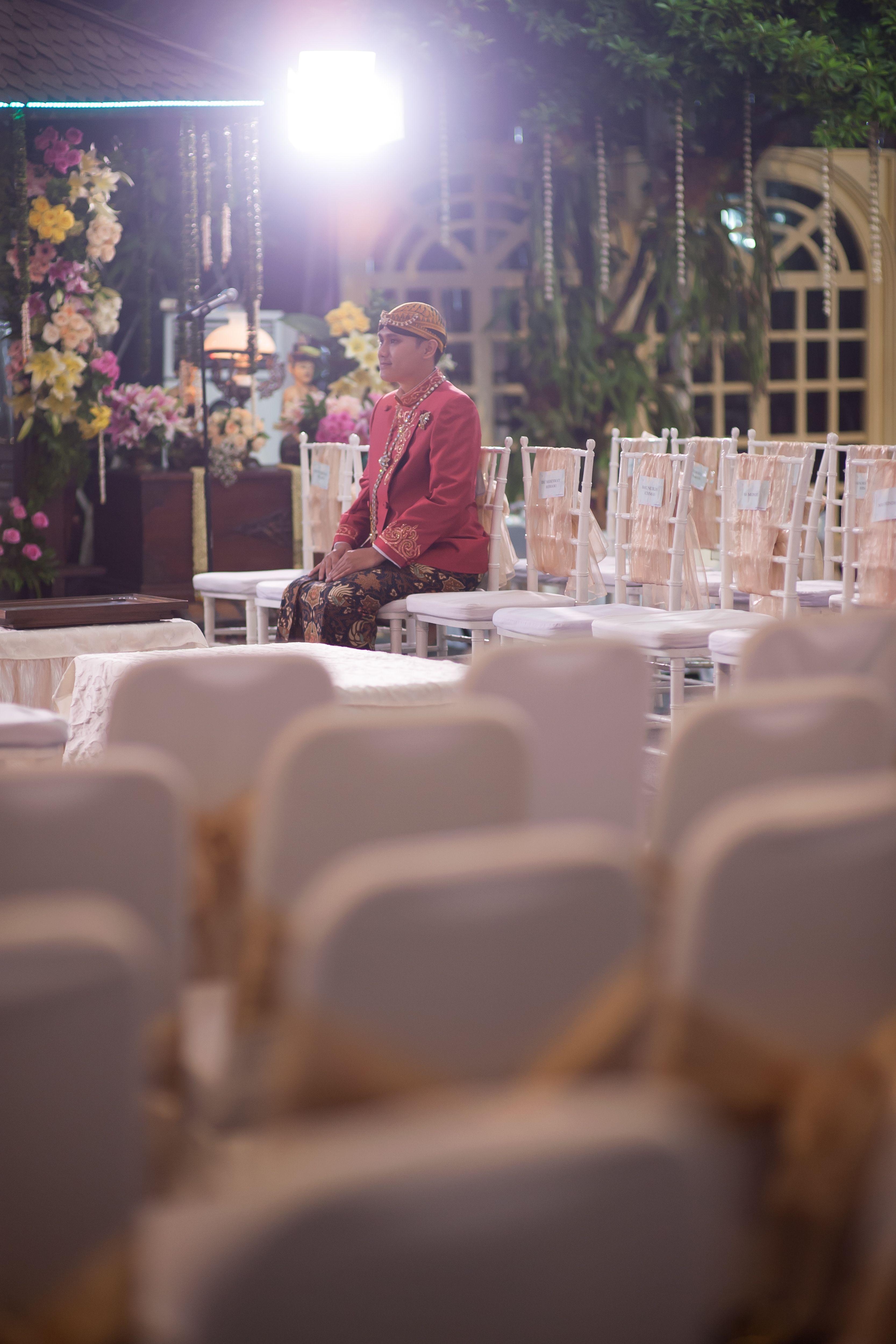 Midodareni Javanese Wedding Ceremony kebaya tenun