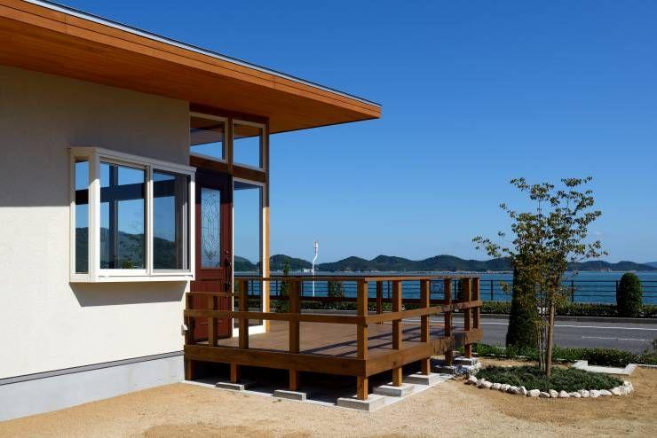 瀬戸内海を一望 広々ウッドデッキが素敵な海辺の別荘 海辺の家