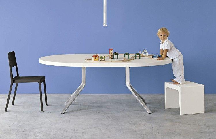 Ausziehbarer Esstisch Mit Weißer Platte Und Alu Beinen