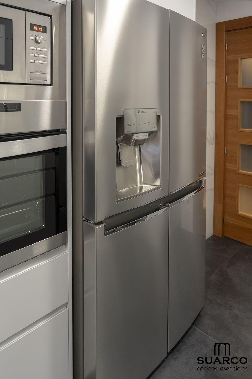 Frigorifico Diseno De Interiores De Cocina Cocina Minimalista Cocina Moderna Gris