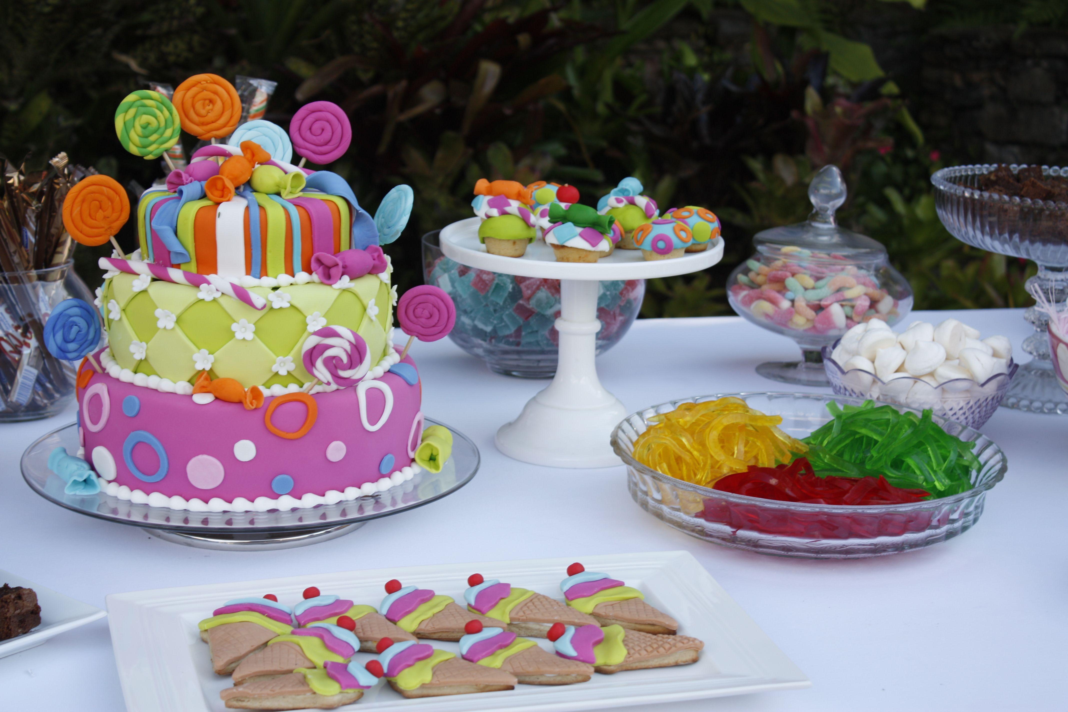 Torta y decoraci n de cumplea os infantil cumplea os party cakes more y cake Mesa de cumpleanos infantil