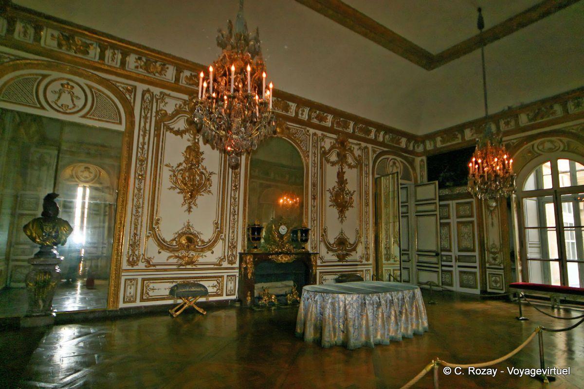 Magnificence des boiseries sculptées or et blanc appartement du Roi Castillo de Versalles