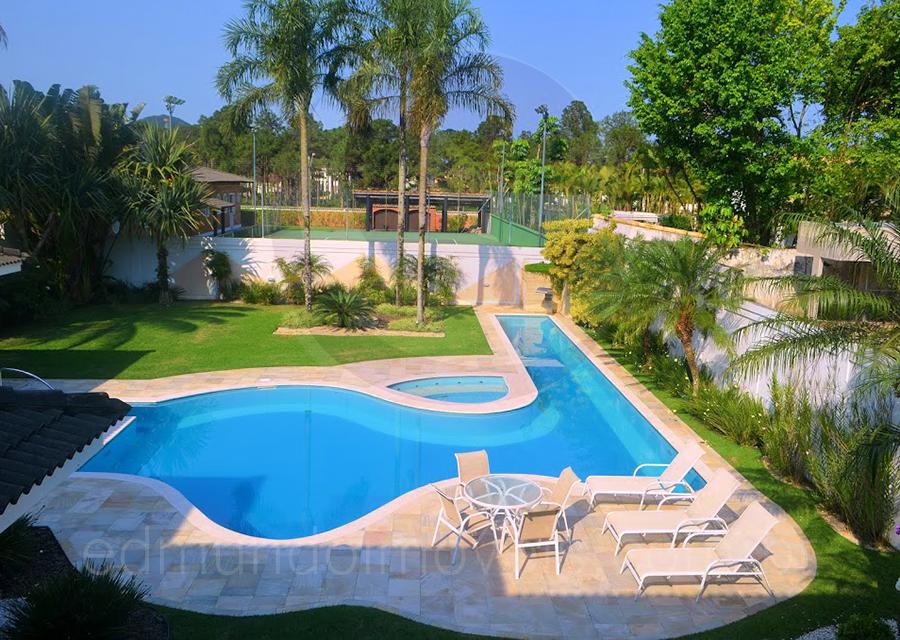 Atuando há mais de 15 anos dentro do Condomínio Jardim Acapulco, a Edmundo Imóveis dispõe de condições especiais para a negociação desta residência.