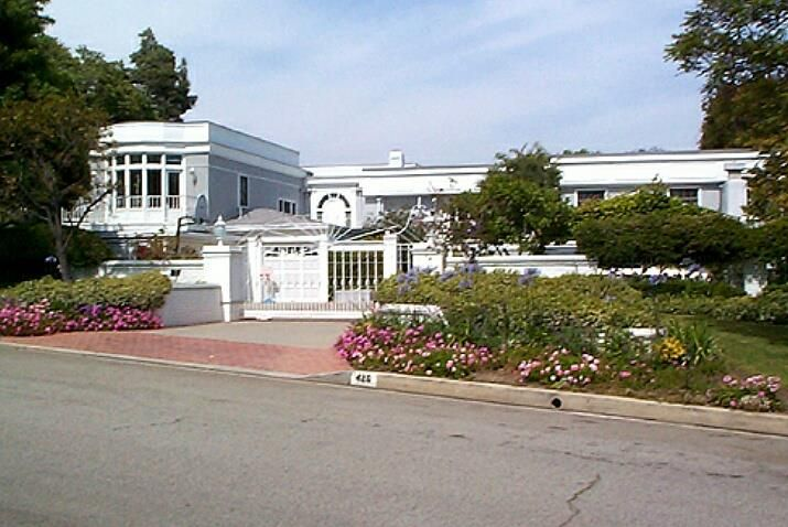 Joan Crawford S Home 26 North Bristol Drive Brentwood California Hollywood Homes Celebrity Houses Celebrity Mansions