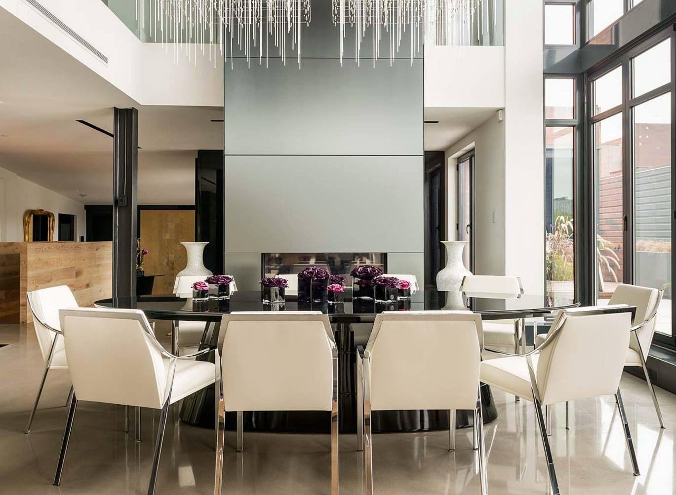 ... Skandinavische Inneneinrichtung, Luxushäuser, Hohen Decken,  Schlafzimmer Einrichtung, Ovaler Tisch, Esszimmer, Moderner Esstisch,  Kronleuchter