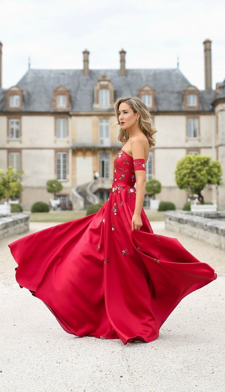 Flower print wedding gown  TREND MEMO Statement Red  Red embroidered floral print off