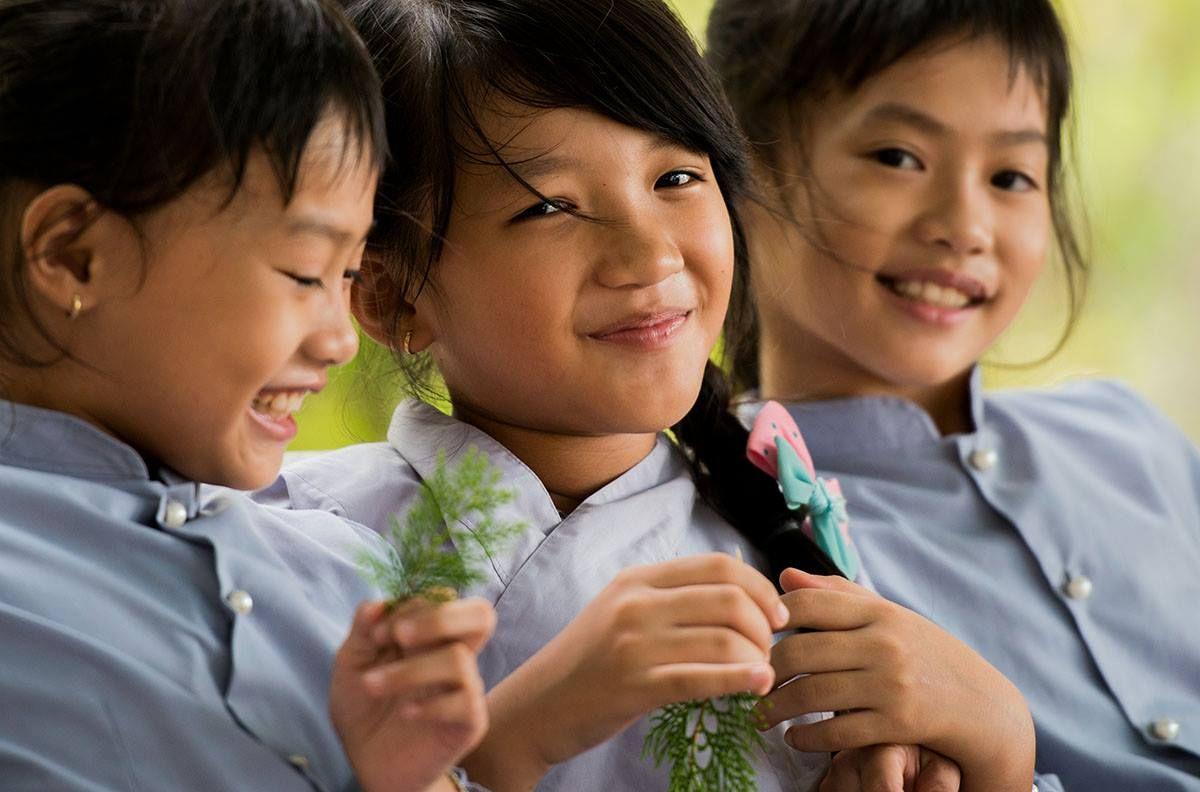 http://www.nemere.com/ Vom Fotostil das was wir haben wollen. Schönes warmes Licht, leichte Unschärfe, freundlich nett guckende Kinder, aber nicht aufgesetzt …