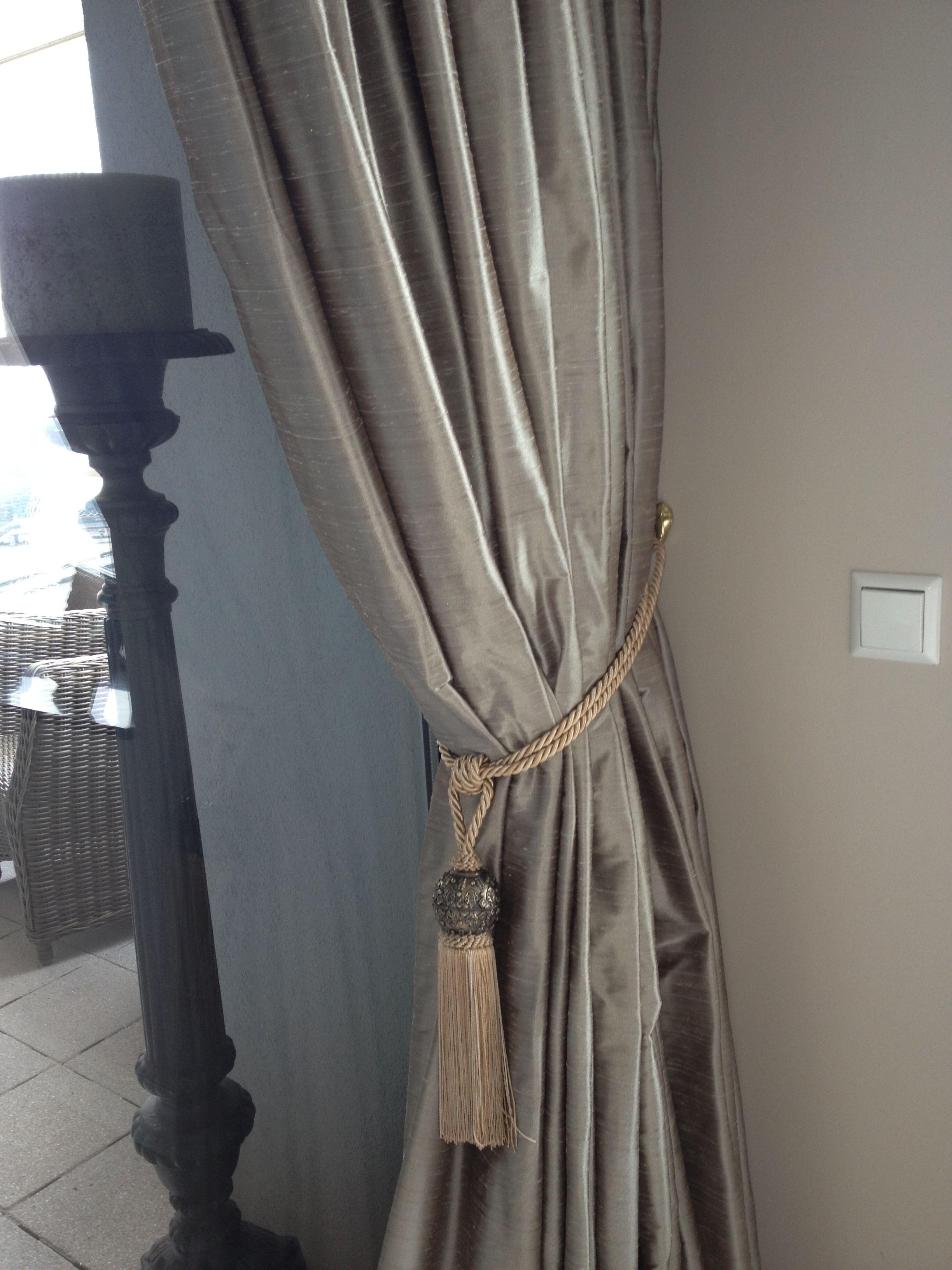 Gordijnen van kunst zijde taupe verduisterende voering en gordijnstof in dezelfde kleur want - Kleur grijze taupe ...