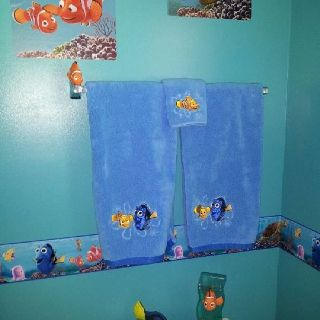 finding nemo bathroom home decor pinterest finding nemo kid bathrooms and disney bathroom. Black Bedroom Furniture Sets. Home Design Ideas