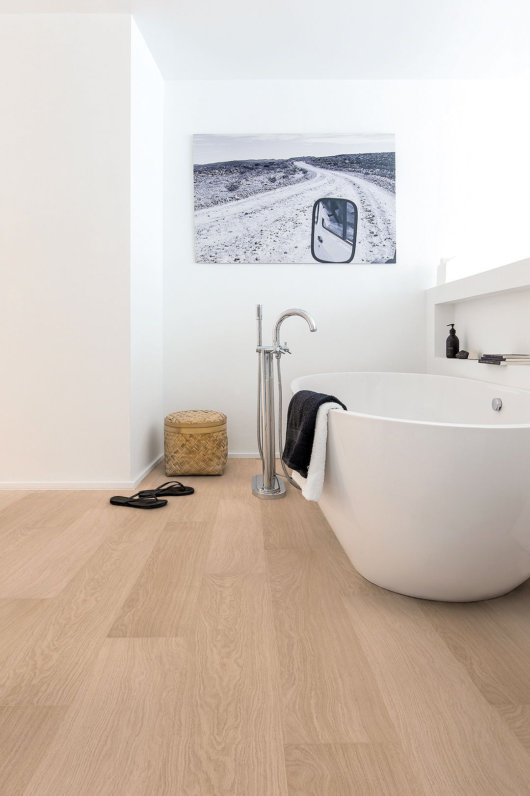 Choose the perfect bathroom floor QuickStep.co.uk
