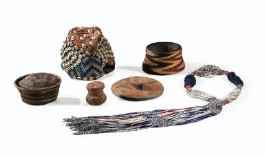 ensemble provenant de la r&e | jewellerycombs | sotheby's pf1448lot7t8xyen
