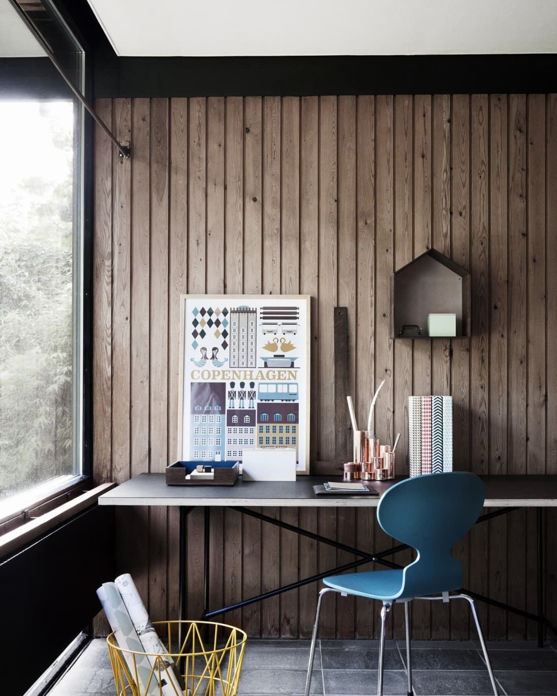 Wood Paneled Office: This Controversial Trend Is Back, But Better Than Ever In