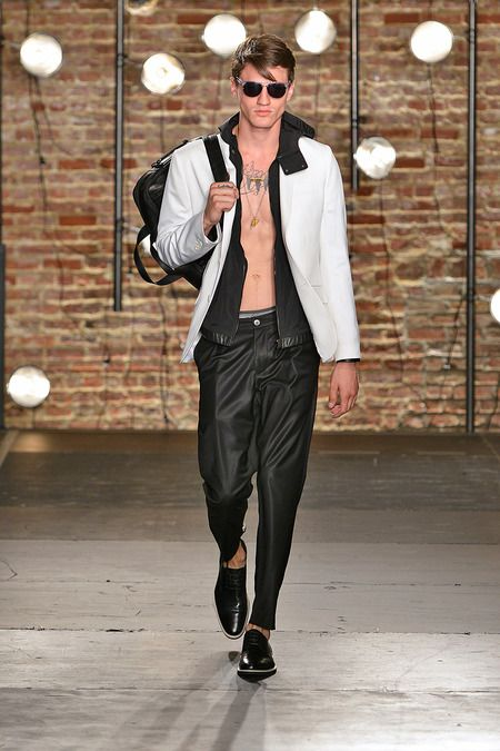 Kenneth Cole Collection Spring/Summer 2014 #kennethcole #nyfw #mbfw #springsummer #fashionweek #catwalk #runway #2014 #ss14 #model #fashionshow #fashion