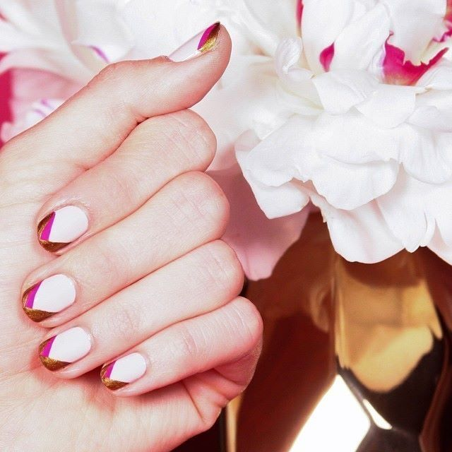 Pretty tips are always a great welcome like this nail art from ...