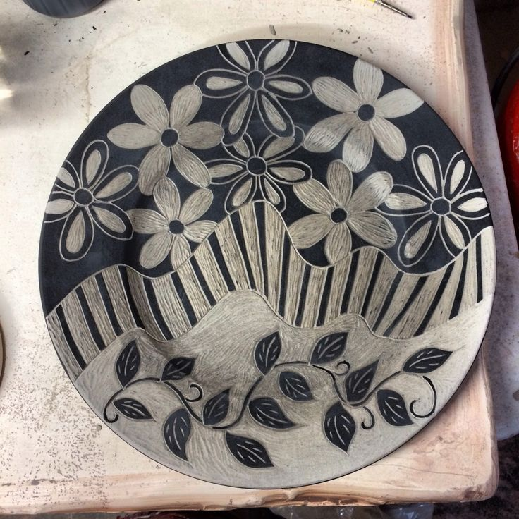 Sgraffito tecnique pottery working on sgraffito for Clay pot painting techniques