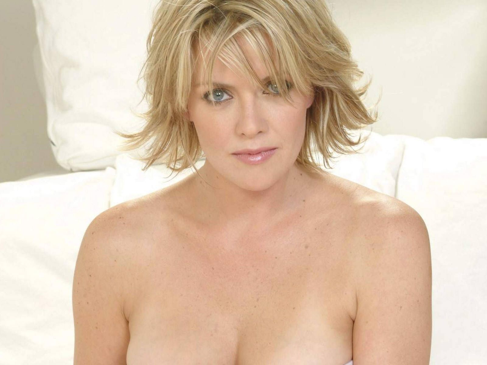 Amanda Tapping Sexy currently listing image 15 of 64 amanda tapping wallpapers