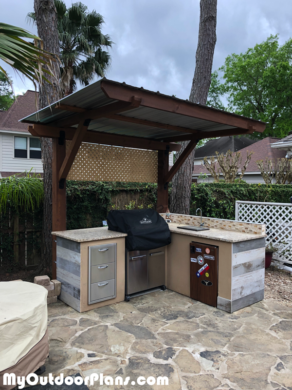 Diy 2 Post Pergola Outdoor Kitchen Myoutdoorplans Free Woodworking Plans And Projects Diy Sh In 2020 Pergola Plans Diy Diy Outdoor Kitchen Outdoor Kitchen Plans