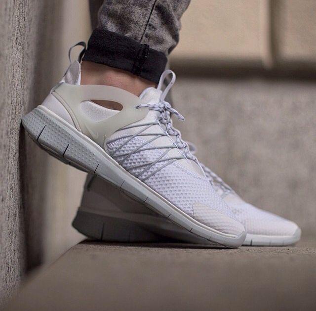 Nike Running, Running Shoes, Nike Wedges, White Wolf, Nike Clothes, Nike  Pros, Nike Flyknit, Jordan Shoes, Nike Air