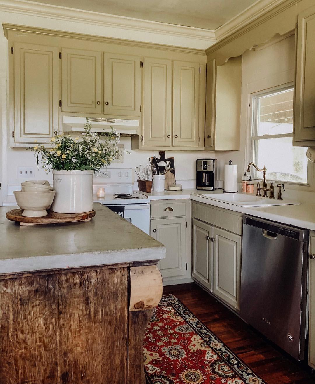 Farmhouse kitchen, painted green kitchen