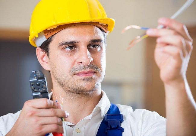 Benefits of Availing The Services of A Professional Electrician