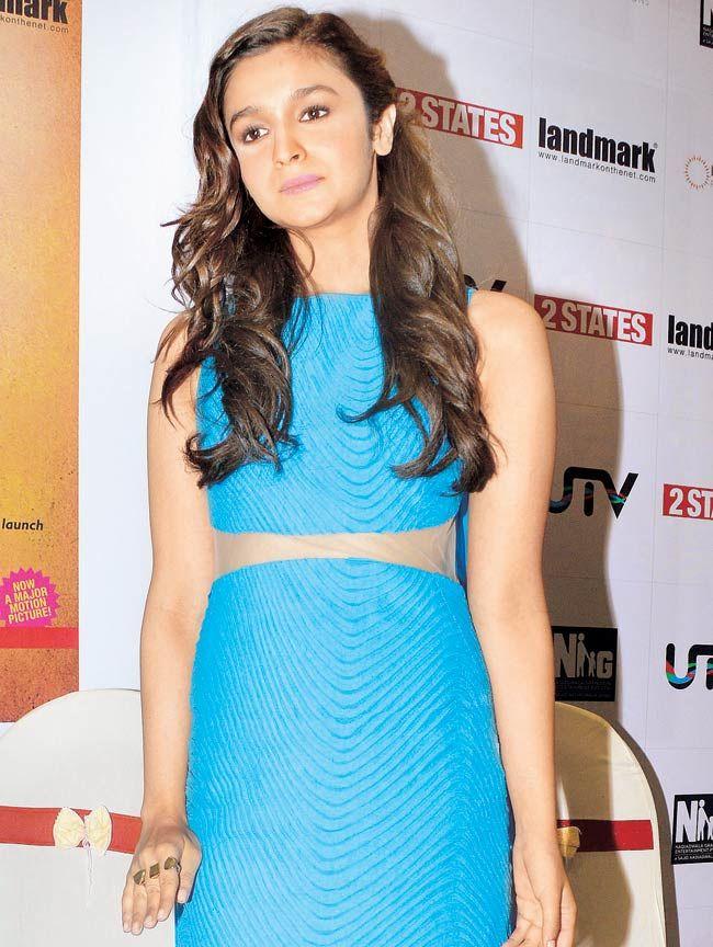 Alia Bhatt Loves Her Rings Alia Bhatt Alia Varun Fashion