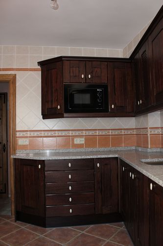 Dise o de cocinas dise o de cocinas en chinchon madera - Encimera madera cocina ...