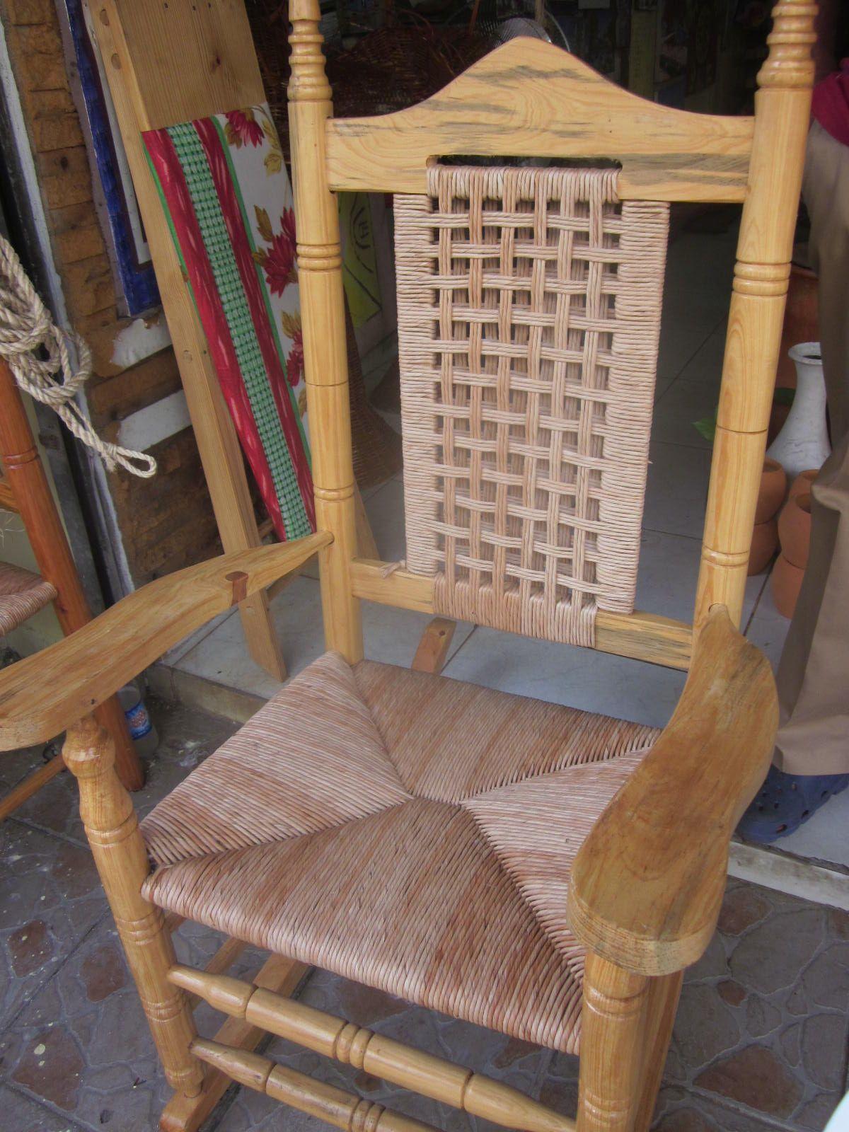 a8138651c Mecedora Dominicana fabricada en el interior del Pais. RD. Varias mecedoras  para disfrutar de nuestro ambiente tipico