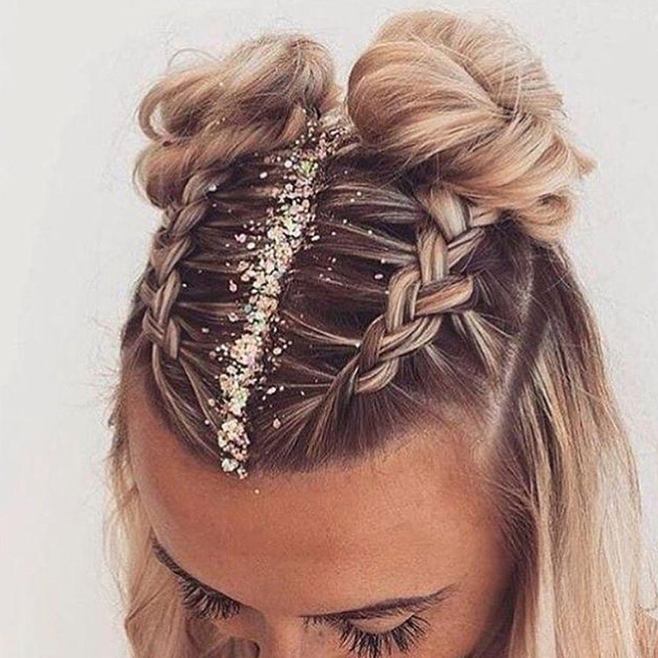 20 Inspiration Low Bun Hairstyles For Wedding 2019 2020: Peinado Más Bucles En Las Puntas. In 2019