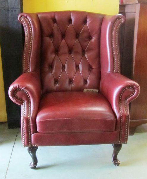 Fauteuil Chesterfield en cuir rouge Antiquités Brocante Meubles