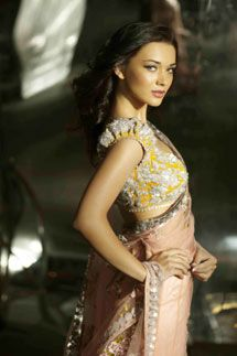 Gift Global Institute Of Fashion Technology Gift Institute Fashion Institute In Kolkata Fashion School In Kolkata Fashion Amy Jackson Indian Outfits Fashion