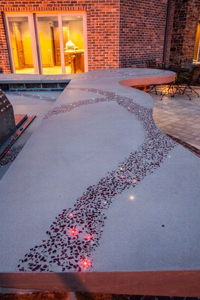 Outdoor Decorative Concrete Bar With Recycled Glass And