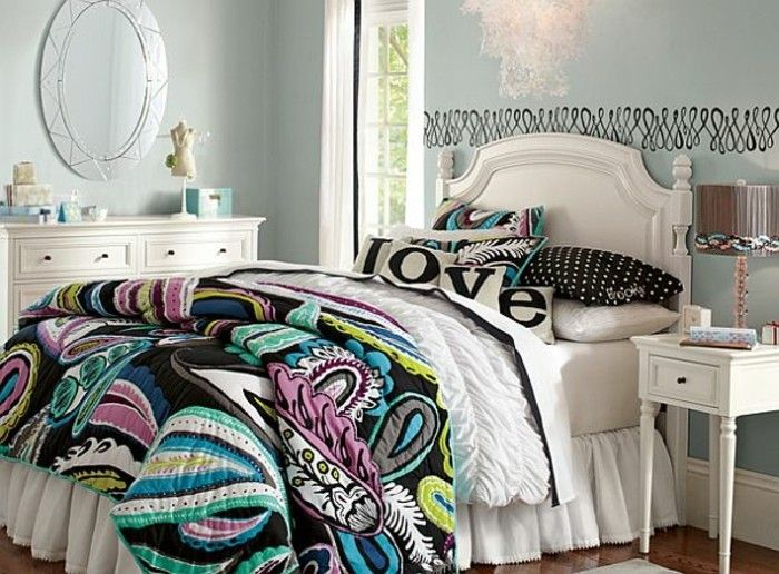 Kinderzimmer Für Mädchen Doppelbett Bunte Lacken Ovaler Spiegel Kommode Weiß  Wandtattoo Wanddeko