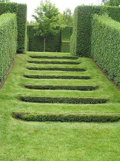 Heavenly Stairs By Paul Bangay Garden Stairs Sloped Garden Garden Hedges