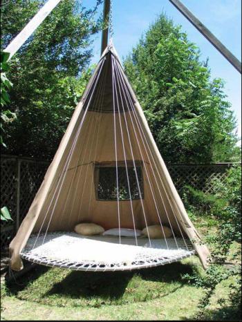 Une cabane pour les enfants, un coin lecture pour maman, un tipi pour les amoureux...cette jolie tente est adopté par tous
