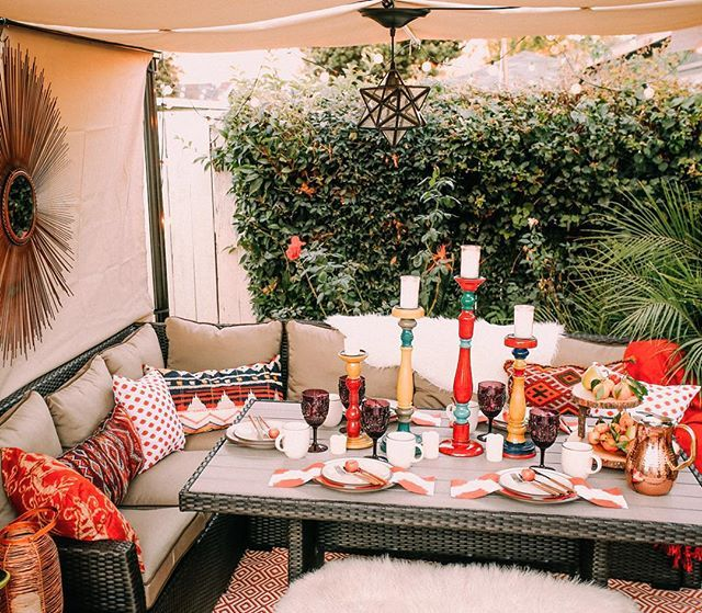 An outdoor dining room!? Yes please! Details are on the blog with @hayneedle  #jungalowstyle #hayneedle
