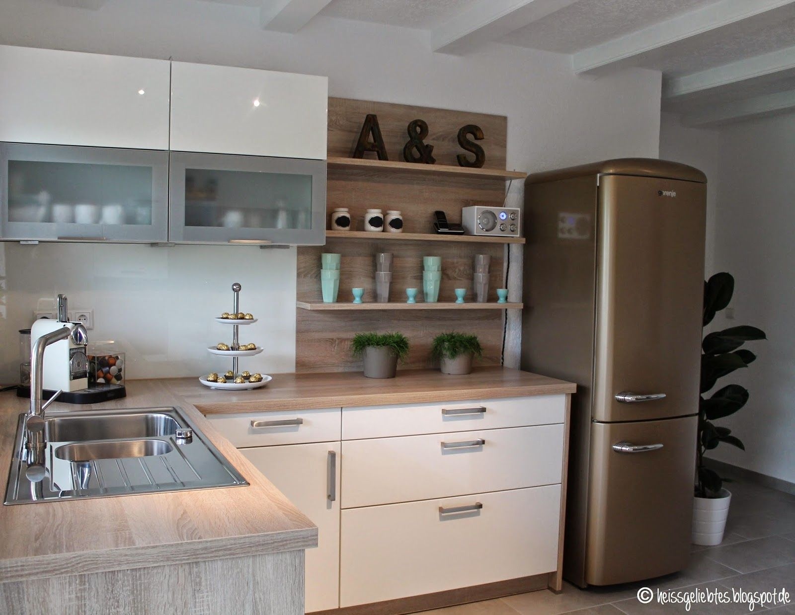 Kleine Küche Mit Freistehendem Kühlschrank | Schmale Kühlschränke ...