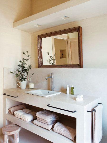 Ba o con mueble para colocar toallas ideas en 2019 for Bano de pared de concreto encerado
