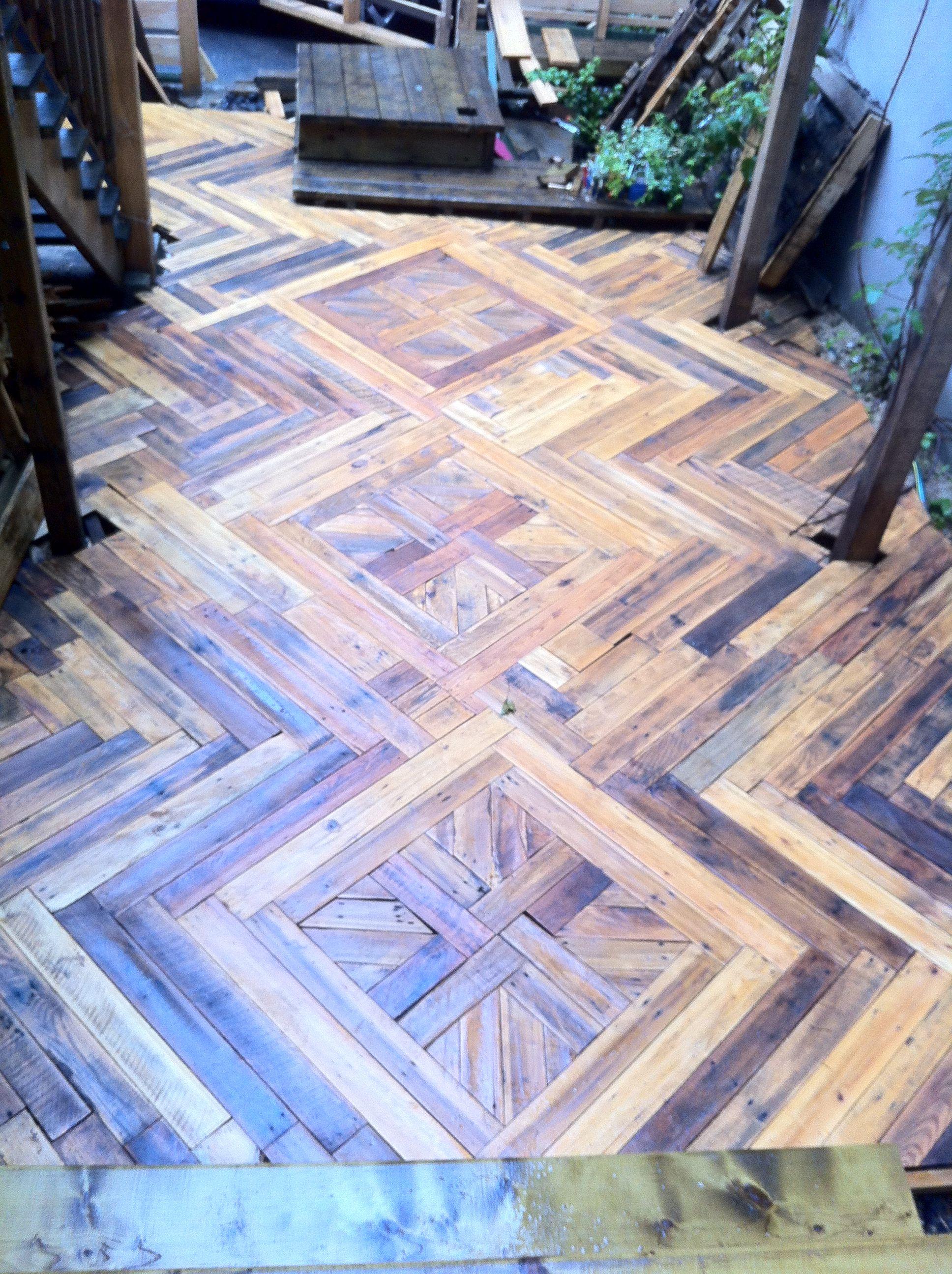 Plancher palette pallet floor #pallet #wood #reclaimed ...