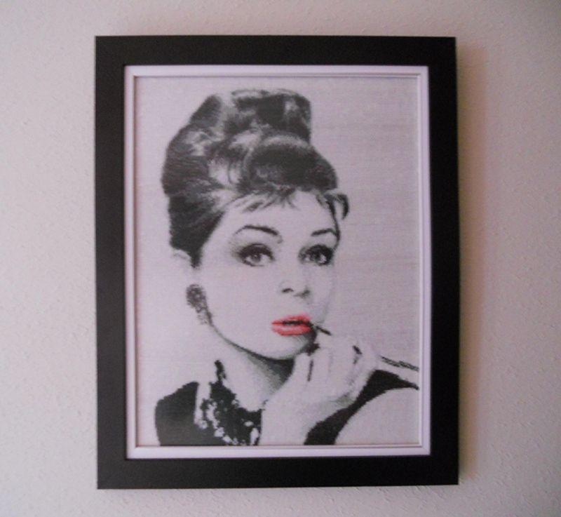 ENMARCADO! Retrato de Audrey Hepburn caracterizada para la película ...