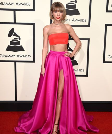 WATCHTOWERTaylor Swifts Grammys Getup Looks Really Familiar Taylor Swifts Grammys Getup Looks Really Familiar.Photo: Jason Merritt/Getty Images. Call it a serious case of Tay-ja vu: When Taylor Swift arrived at the Grammys this evening her bright orange crop top and sweeping hot pink satin skirt tricked out with an extremely high slit felt eerily familiar. First off Swifts Atelier Versace ensemble harkened back to a particular outfit from the late 90s rom com canon. That would be the…