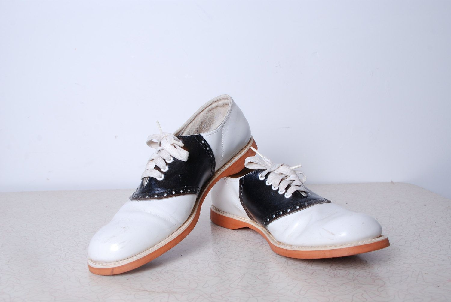 70s ladies 8.5 saddle shoes black and white lace up uniform classic iconic  school girl loafers womens vintage accessories prep 50s Barefoot