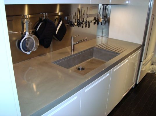 oversized concrete countertops including an integrally cast