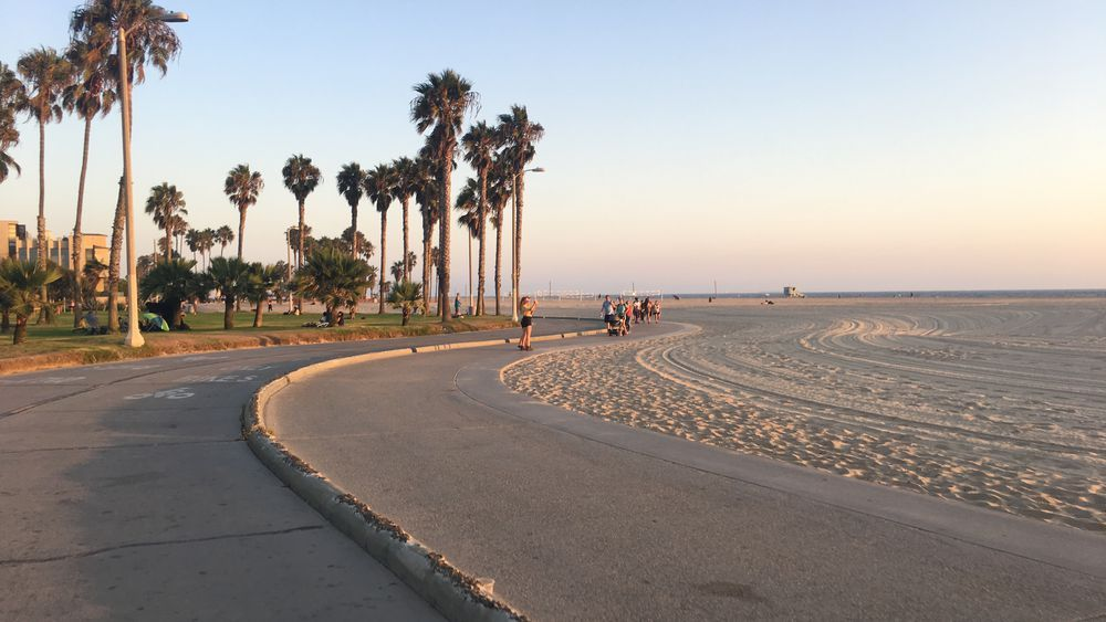 Santamonica Bicycle Strand For The Prettiest Commute In Los Angeles Rent A Bike Share In Santa Moni Travel Around The World Places To Travel Tourist Places