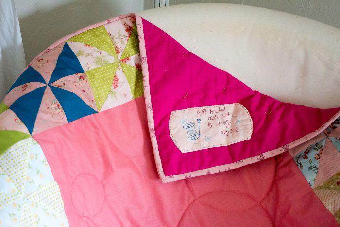 quilt label termin tuto comment faire un quilt label techniques. Black Bedroom Furniture Sets. Home Design Ideas