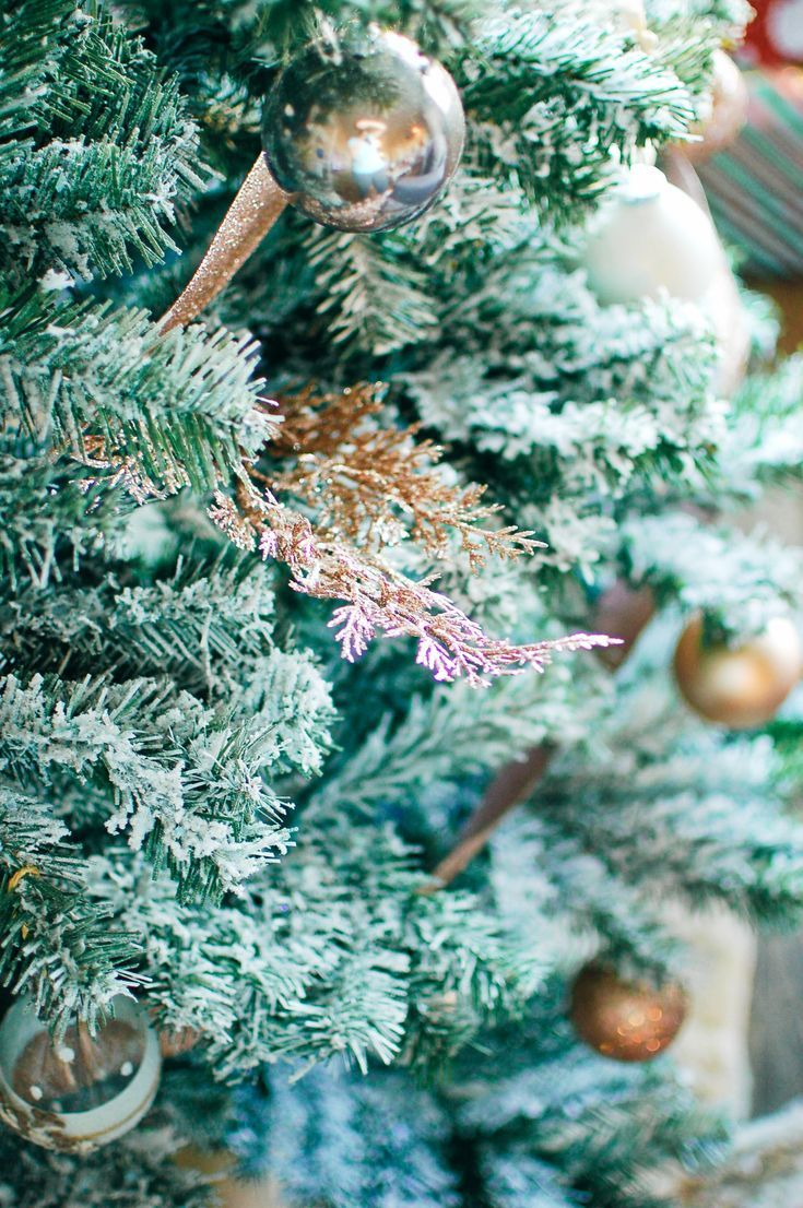 Get Gorgeous Glam Christmas Decorations on a Budget in 2018 ...