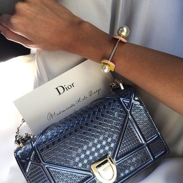 67bfe27421 Le magnifique sac Diorama prêt pour vous suivre jusqu'au bout de la nuit !  www.leasyluxe.com #shining #design #leasyluxe